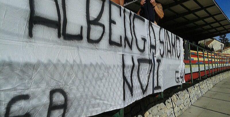 [FOTOTIFO] Gli Ultras Albenga a Finale per un'amichevole precampionato, tra gavettoni e goliardia