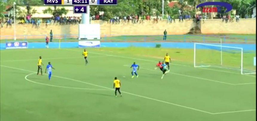 VIDEO INCREDIBILE. Attaccante africano toglie la magia Voodo e  fa gol!!Da vedere!!