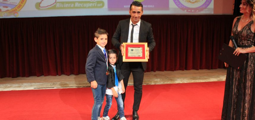 """Premio alla carriera al """"Mago"""" Roberto Iannolo"""