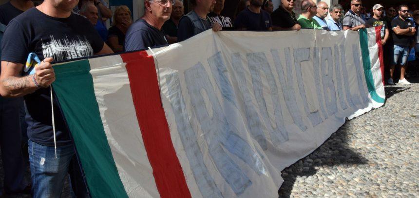 Tutto il calcio del ponente a dare l'ultimo saluto a Luca Colangelo