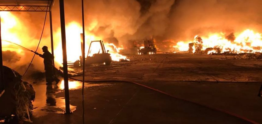 Nella notte spaventoso incendio nel deposito della ditta Recup-Fer di proprietà della famiglia Del Gratta