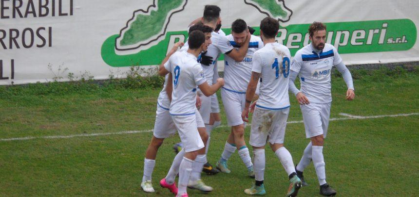 L'Albissola demolisce il Ponsacco: 3-0 con i gol di Piacentini, Sancinito e Cargiolli