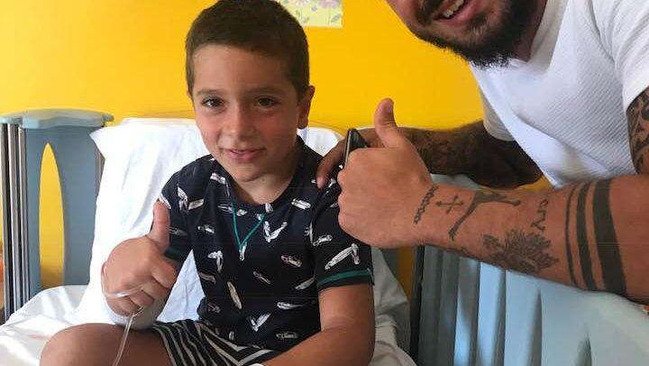 Stefano Sturaro va in pediatria a Sanremo a trovare il piccolo Fabio