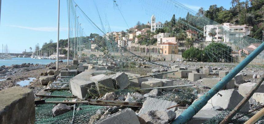 Il campo sportivo Arziglia di Bordighera distrutto dalla mareggiata