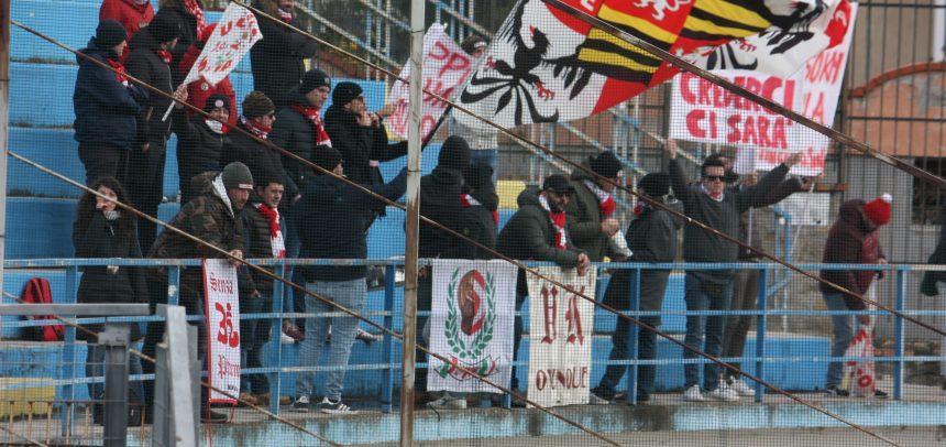 Gli Ultras del Mantova a fine gara applaudono la Gradinata Nord Sanremo