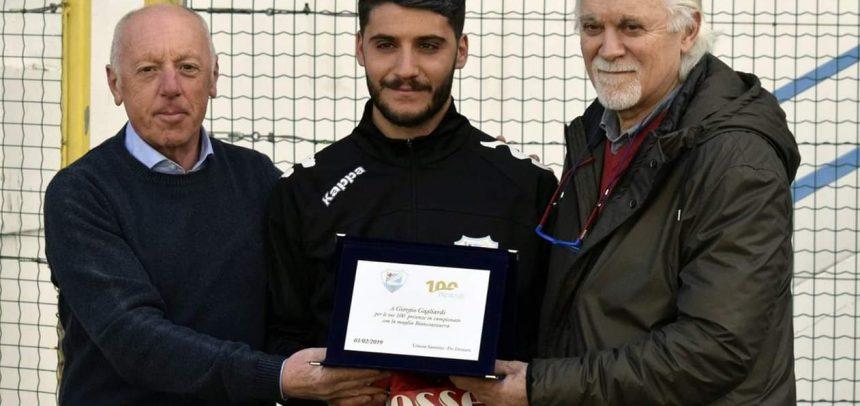 Giorgio Gagliardi premiato per le 100 presenze con la Sanremese