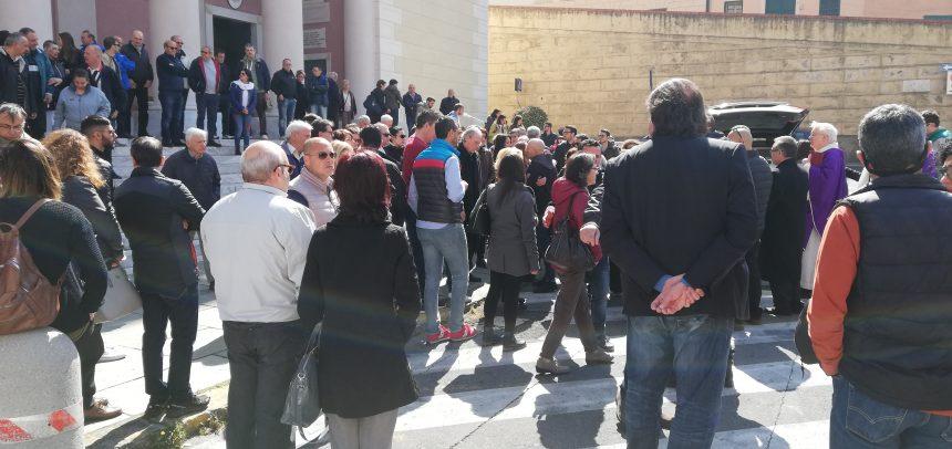 Centinaia le persone presenti al funerale di Raffaele Astorino