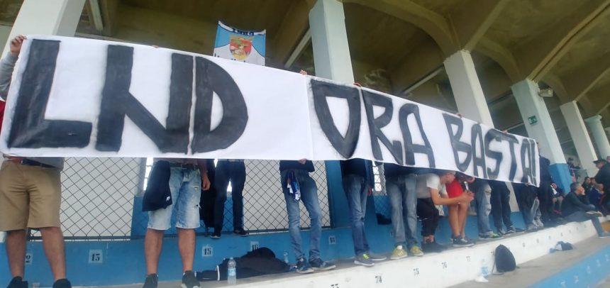 Gradinata Nord Sanremo, striscione di protesta contro la LND