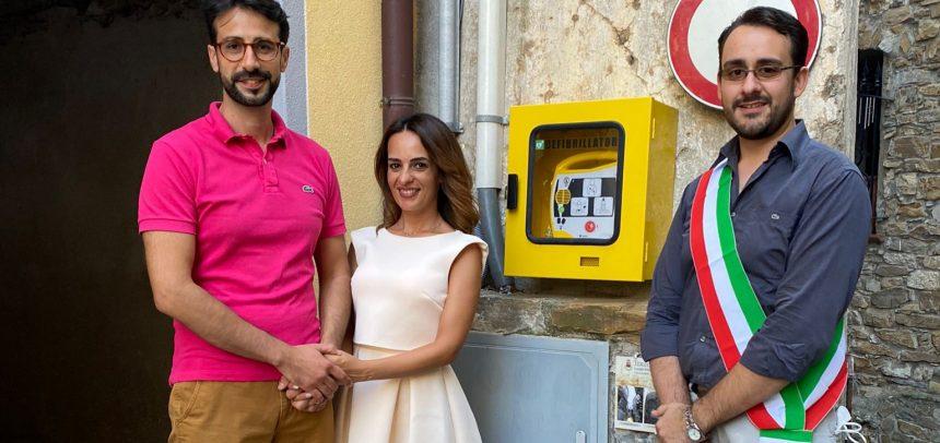 I neo sposi Emanuele Capelli e Ilenia Conti donano un defibrillatore al Comune di Terzorio